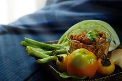 Het noordelijke Thaise Vlees en de Tomaat de Kruidige Onderdompeling of het Thaise Noordelijke Deeg van Stijlspaanse pepers verse stock fotografie