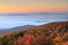 Het noorden Carolina Fog over de Bergenherfst stock foto's