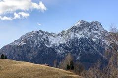 Het noordengezicht van Alben-piek in de winter, Bergamo, Italië Royalty-vrije Stock Afbeeldingen