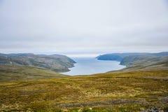 Het noordenkaap Nordkapp en de Barentsz Zee bij het noorden van het Eiland Mageroya in Finnmark, Noorwegen stock afbeeldingen