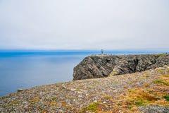 Het noordenkaap Nordkapp en de Barentsz Zee bij het noorden van het Eiland Mageroya in Finnmark, Noorwegen stock foto's