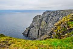 Het noordenkaap Nordkapp en de Barentsz Zee bij het noorden van het Eiland Mageroya in Finnmark, Noorwegen royalty-vrije stock afbeelding