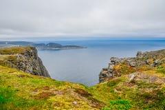 Het noordenkaap Nordkapp en de Barentsz Zee bij het noorden van het Eiland Mageroya in Finnmark, Noorwegen royalty-vrije stock fotografie