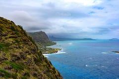 Het Noordenoever van Oahu Hawaï waar het Noorden en het Zuiden samenkomen stock afbeeldingen
