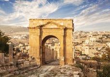 Het noordenpoort, Oude Roman stad van Gerasa van Antiquiteit, moderne Jerash stock afbeelding