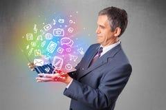 Het notitieboekje van de zakenmanholding met kleurrijke hand getrokken multimedia Stock Afbeelding