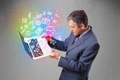 Het notitieboekje van de zakenmanholding met kleurrijke hand getrokken multimedia royalty-vrije stock fotografie
