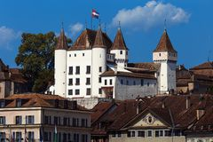 Het Nyon-kasteel - Nyon - Zwitserland Stock Afbeelding