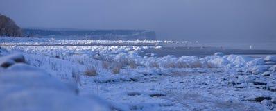 Het oceaan bevriezen aan ijs tijdens koude winter.GN stock foto