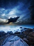 Het oceaanlandschap van de nacht Stock Afbeeldingen