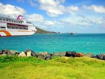 Het oceaanschip van de Dorpscruise in Tortola-haven in de Antillen Royalty-vrije Stock Fotografie