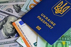 Het Oekraïense biometrische paspoort is op document euro rekeningen en dollars verhoging van salarissen, het visumwerk van Europa royalty-vrije stock foto