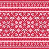 Het Oekraïense, Slavische volkspatroon van het kunst witte borduurwerk op rood Royalty-vrije Stock Foto