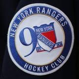 2017 het Officiële Flard van Jersey van de New York Rangers negentigste Verjaardag Royalty-vrije Stock Foto