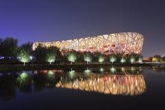 Het Olympische Park van het vogel` s Nest bij nacht, Peking, China Stock Foto