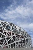 Het Olympische Stadion van het vogel` s Nest op een de zomerdag, Peking Stock Fotografie