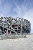 Het Olympische Stadion van het vogel` s Nest op een de zomerdag, Peking Stock Foto