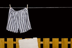 Het ondergoed van mensen het hangen op een drooglijn Royalty-vrije Stock Foto