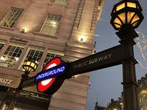 Het Ondergrondse Piccadilly Circus Einde van Londen stock foto's