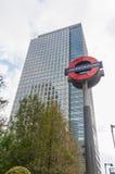 Het Ondergrondse teken van Londen in Canary Wharf Stock Afbeeldingen