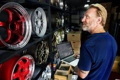 Het Onderhoud Mechanisch Fixing Spare Concept van de garagemotor stock afbeeldingen