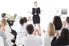 Het onderhouden presentatie van een teamleider royalty-vrije stock foto's