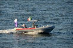 Het ondersteuningsteam van de kop van Amerika voor zeilboot Luna Rossa Stock Foto's
