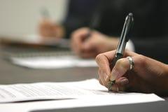 Het ondertekenen van contract royalty-vrije stock afbeeldingen