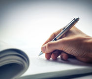 Het ondertekenen van document Stock Fotografie