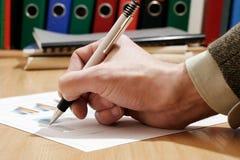 Het ondertekenen van document stock foto