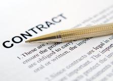 Het ondertekenen van een contract. Royalty-vrije Stock Foto