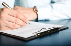 Het ondertekenen van financiëncontract Royalty-vrije Stock Fotografie