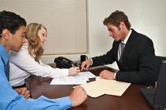 Het ondertekenen van het Contract royalty-vrije stock foto's