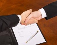 Het ondertekenen van het contract Stock Foto's