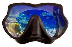 Het onderwaterlandschap wordt weerspiegeld in maskerglazen voor het snorkelen (het duiken) Royalty-vrije Stock Afbeelding