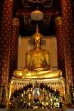 Het onderwerpen van Mara Buddha-beeld van Wat Nah Phramen (Verticaal 1) Stock Fotografie