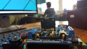 Het onderwijs van de roboticastam in een klasse royalty-vrije stock foto
