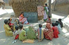 Het onderwijs van het dorp in India Stock Foto's