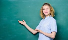 Het onderwijs zou meer pret kunnen zijn Leraars beste vriend van leerlingen De goede leraar is meester van vereenvoudiging Vrouwe stock foto's