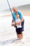 Het onderwijskleinzoon van de opa visserij Stock Foto's