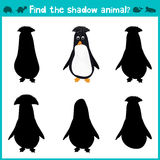 Het onderwijsspel van het kinderenbeeldverhaal voor kinderen van peuterleeftijd Vind de juiste schaduw leuke Antarctische pinguïn Stock Foto's