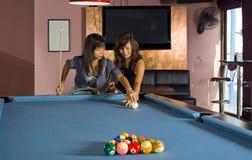 Het onderwijzen hoe te om pool te spelen Royalty-vrije Stock Foto