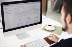 Het Onderzoekconcept van zakenmanworking dashboard strategy Stock Foto's