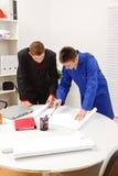 Het onderzoeken van de werkgever en van de werknemer plannen Stock Foto's