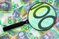 Het onderzoeken van Geld Aussie Stock Afbeeldingen