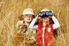 Het onderzoeken van jonge geitjes royalty-vrije stock foto