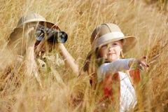 Het onderzoeken van jonge geitjes royalty-vrije stock fotografie