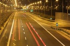 Het onduidelijke beeld van de het verkeersmotie van de nacht. Royalty-vrije Stock Foto's