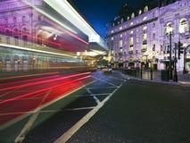 Het onduidelijke beeld van de snelheid van de bus van Londen Stock Foto's