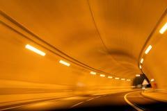 Het Onduidelijke beeld van de Tunnel van de weg Stock Foto